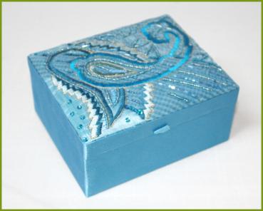 glanzfee 1 schmuckschatulle schmuckk stchen bestickt hellblau. Black Bedroom Furniture Sets. Home Design Ideas